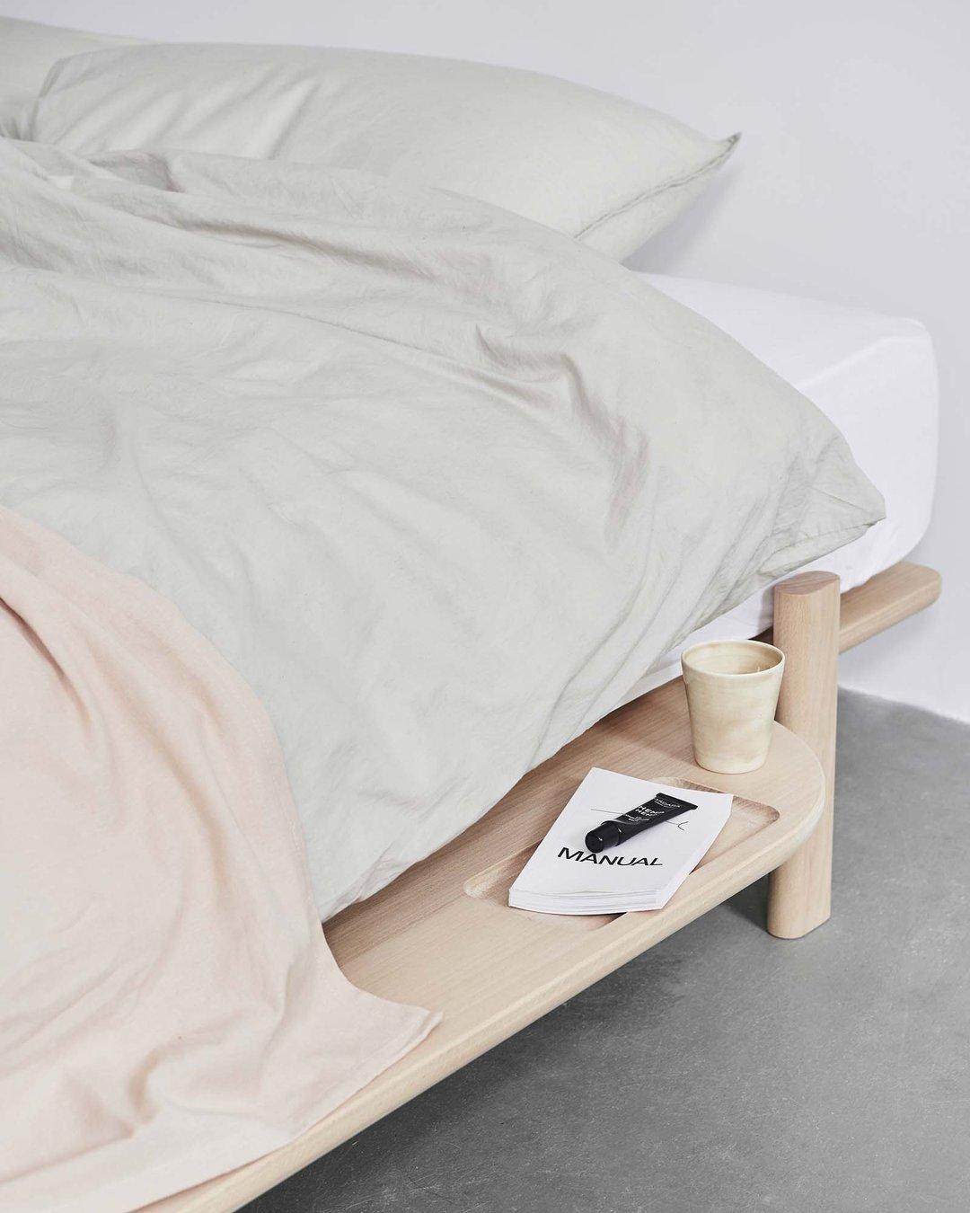 Minimalistisch houten bed