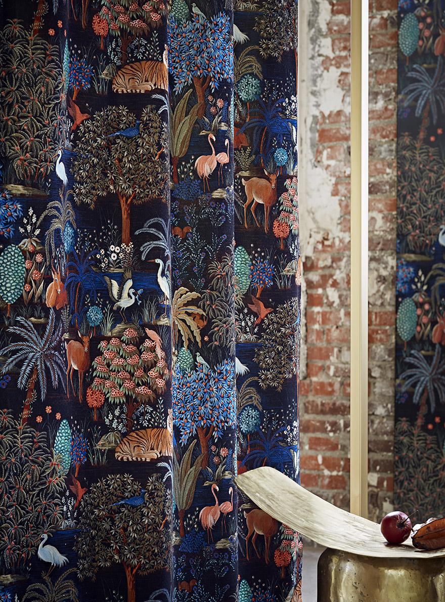 Pierre Frey collectie Reveries Orientales - Le Jardin Du Palais Velours Nuit 002-F3470002